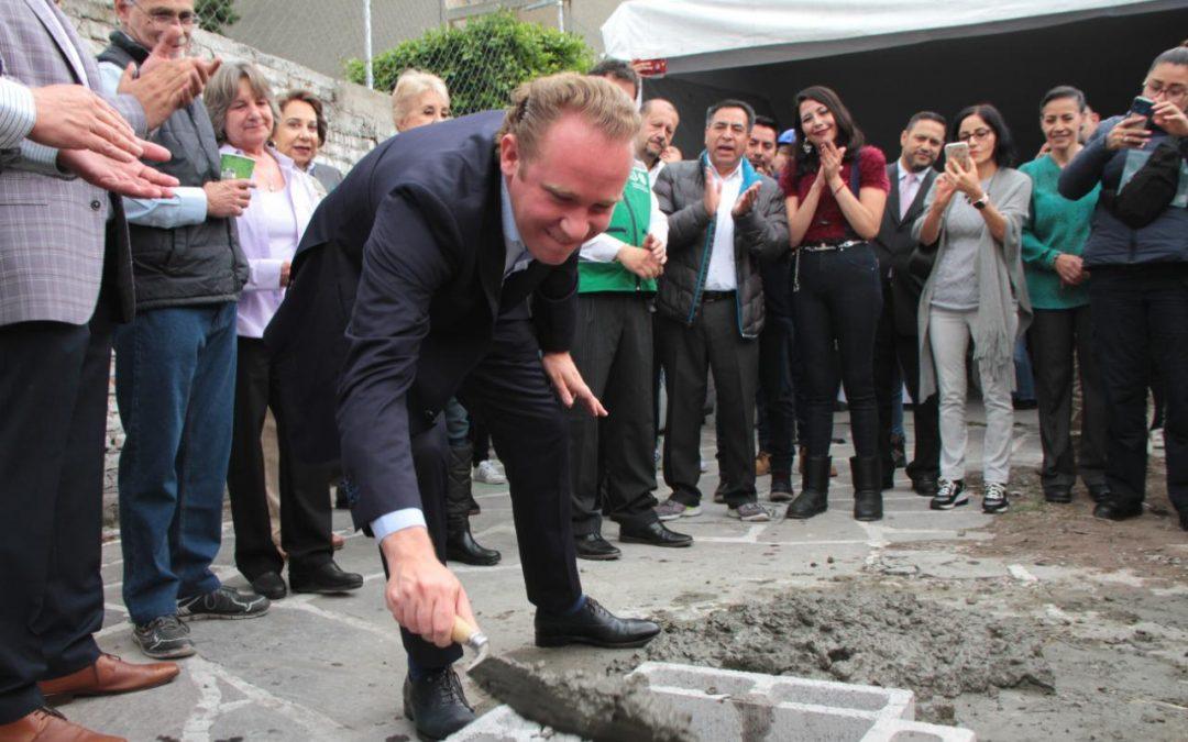 El alcalde Santiago Taboada coloca la primera piedra en materia de reconstrucción en Benito Juárez